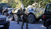 Vojáci během zásahu v ruské Kerči.