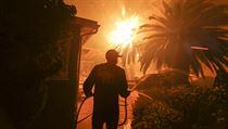 Na severu Kalifornie si požár vyžádal 9 obětí.