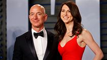 Jeff Bezos se svou manželkou MacKanzie.