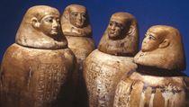 Čtyři kanopy, do nichž se ukládalo srdce a vnitřnosti mumifikovanıch (Iufaova...