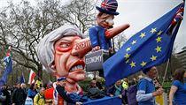 Desítky tisíc odpůrců brexitu se sešly v centru Londına na pochodu za...