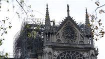Požár pařížské katedrály Notre-Dame se kolem třetí hodiny ranní podařilo dostat...
