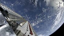 Vypuštění satelitů Starlink na oběžné dráze.