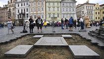 Tım akademického sochaře Petra Váni odkryl na Staroměstském náměstí v Praze...