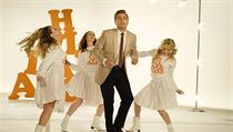 Leonardo DiCaprio jako herec Rick Dalton. Snímek Tenkrát v Hollywoodu (2019)....