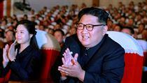 Severokorejskı vůdce Kim Čong-un během představení.
