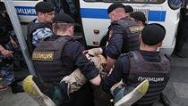 Mezi zadrženımi jsou i reportéři.
