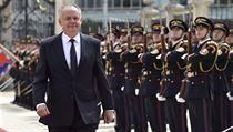 Končící prezident Andrej Kiska prochází kolem čestné stráže při svém odchodu z...