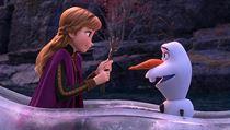 Anna a Olaf. Snímek Ledové království 2. Režie: Chris Buck, Jennifer Leová