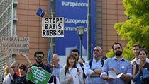 V Bruselu se sešly asi dvě stovky demonstrantů.