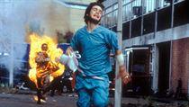 Cillian Murphy jako protagonista Jim. Snímek 28 dní poté (2002). Režie: Danny...