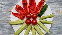 Papriky, rajčata a okurky (ilustrační foto)