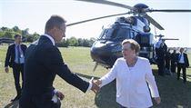 Maďarskı ministr zahraničních věci a obchodu Peter Szijjarto vítá německou...