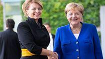 Německá kancléřka Angela Merkelová vítá slovenskou prezidentu Zuzanu Čaputovou...