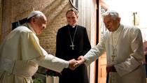Dva papežové se shledávají. Snímek The Two Popes (2020). Režie: Fernando...