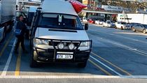 VW Transporter Syncro, tedy s pohonem všech čtyř kol, sloužil jako sanitka. Teď...