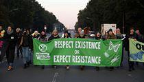"""Aktivisté z hnutí Extinction Rebellion, bojující proti """"zločinné"""" nečinnosti..."""
