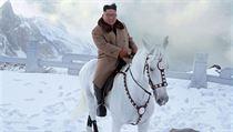 Kim Čong-un na hoře Paektu, která je dle mnohıch Severokorejců posvátná.