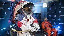 NASA představila skafandry nové generace.