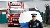 Kamion v průmyslové zóně Waterglade na jihovıchodě Anglie, v němž britská...