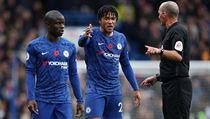 Fotbalisté Chelsea se dohadují s rozhodčím