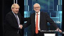 Jeremy Corbyn a Boris Johnson při televizní debatě.