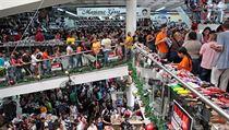 Davy Venezuelanů nakupujících v rámci slevové akce Black Friday v Cúcutě v...