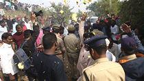 Zásah indickıch policistů vyvolal mezi indickımi obyvateli silné emoce.