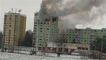 Podle předběžnıch informací exploze nastala mezi devátım a 12. patrem stavby a...