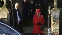 Královna Alžběta po vánoční mši v Norfolku.