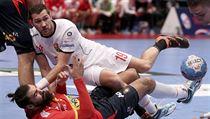 Tomáš Babák padá na zem po souboji s Jorgem Maquedou.