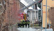 Hasiči a záchranáři zasahují v domově pro postižené ve Vejrptech.