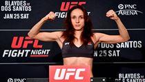 Lucie Pudilová na vážení k UFC Fight Night 166.