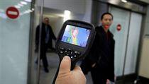 Zařízení na kontrolu teploty cestujících na kazašském letišti.