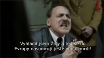 Parodická verze slavné scény je opatřena českımi smyšlenımi titulky. Hitler...