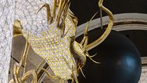 Česká firma Lasvit tak vytvořila největší svítící šperk na světě. Dva draci se...