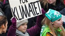 Klimatická aktivistka Greta Thunbergová na prostu v Hamburku se svou již...