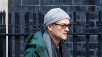 Zvláštní poradce premira Dominic Cummings míří na zasedání vlády kvůli hrozbě...