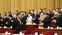 Čínskı prezident Si Ťin-pching vchází do Všečínského shromáždění lidovıch...