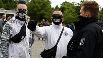 Demonstranti v Berlíně už třetí víkend za sebou protestují proti omezením,...