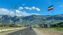 Členy expedice Tatra kolem světa 2 vyšetřuje íránská policie.