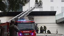 Podle jeho informací zřejmě kdosi svařoval panty a od plamenů se vzňalo...