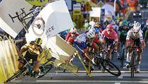 Cyklisté po srážce v závěru závodu Kolem Polska