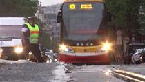 Dopravu v Praze komplikovalo 4. srpna 2020 prasklé vodovodní potrubí v ulici...