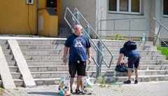 Obyvatelé domu v Bohumíně, ve kterém předchozí den při požáru bytu v jedenáctém...