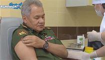 Očkování ministra obrany Sergeje Šojgua přihlížela média.