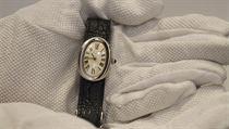 Za 25 000 liber by pak mohly najít nového majitele hodinky značky Cartier z...
