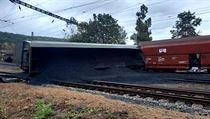Nedaleko Teplic ve stanici Úpořiny vykolejil nákladní vlak naloženı uhlím.