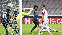 Momentka z gólové situace v utkání mezi Midtjyllandem a Slavií.