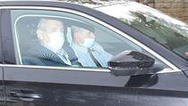 Prezident Zeman přijíždí na schůzku s Andrejem Babišem.